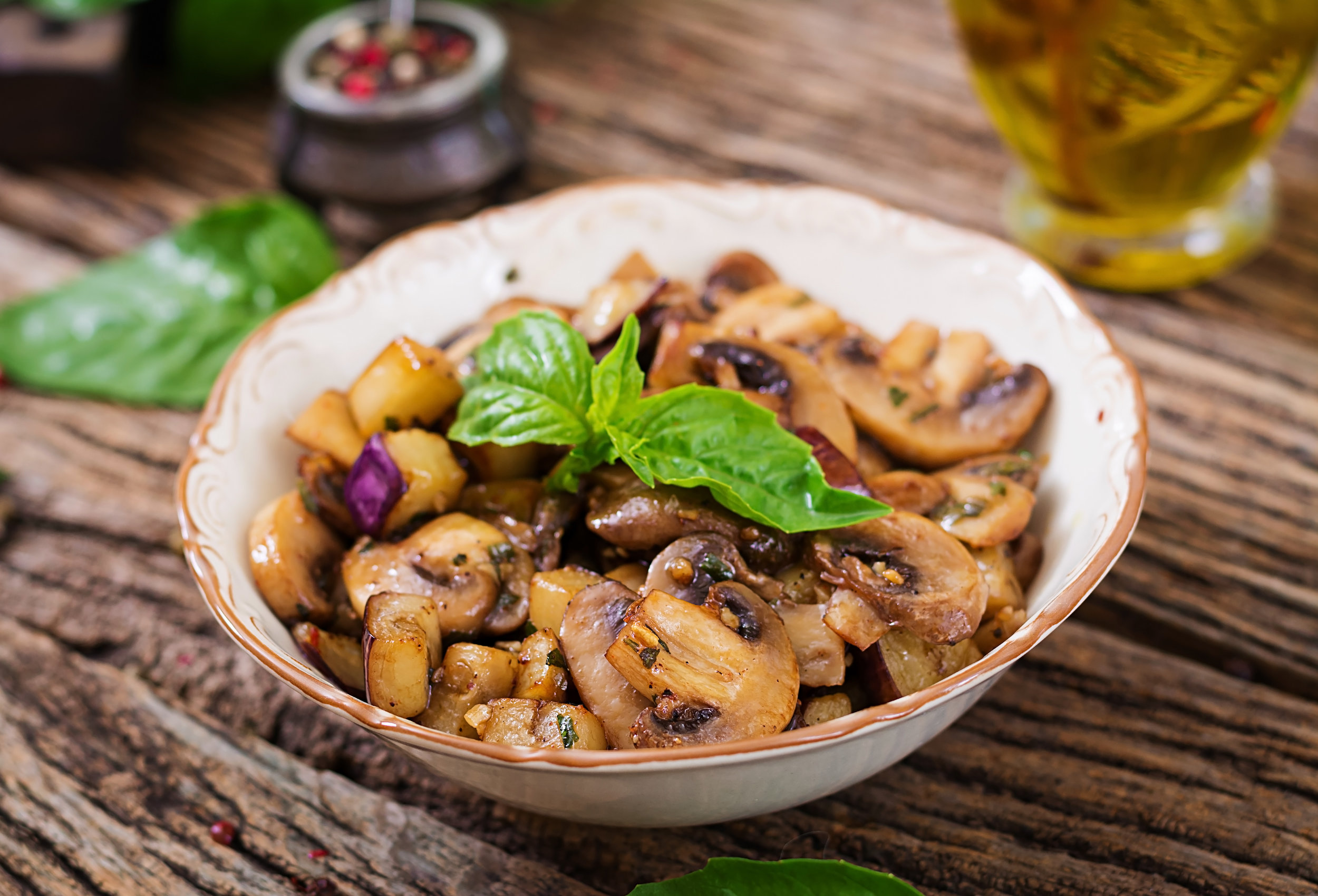 saute-with-mushrooms-eggplant-aubergines-and-9SXNPQF.jpg