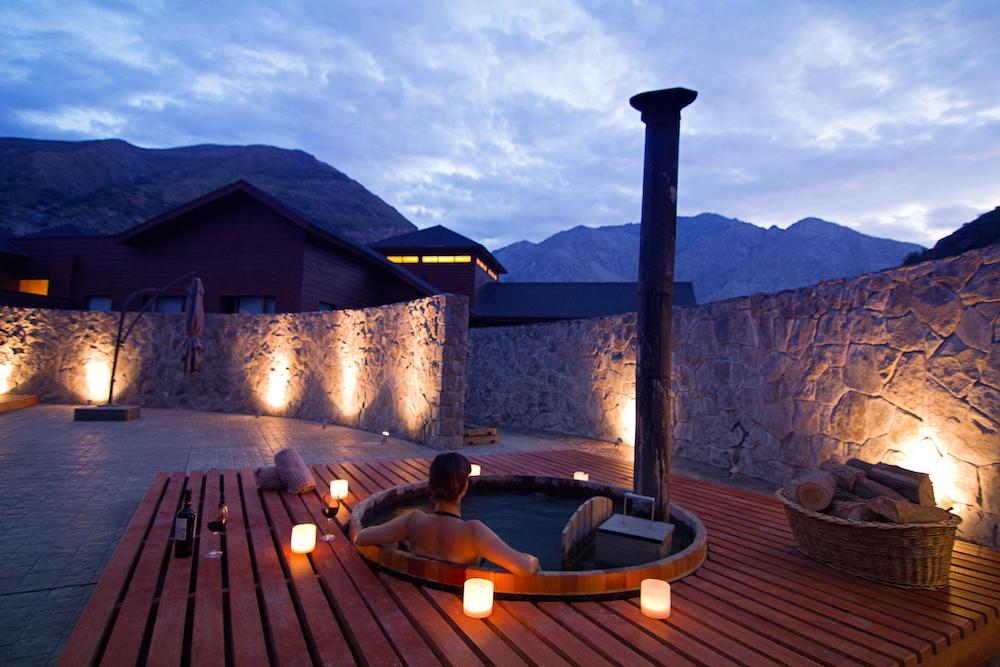 NOI Puma Lodge - Spa - Winter Hot Tub 1.jpg