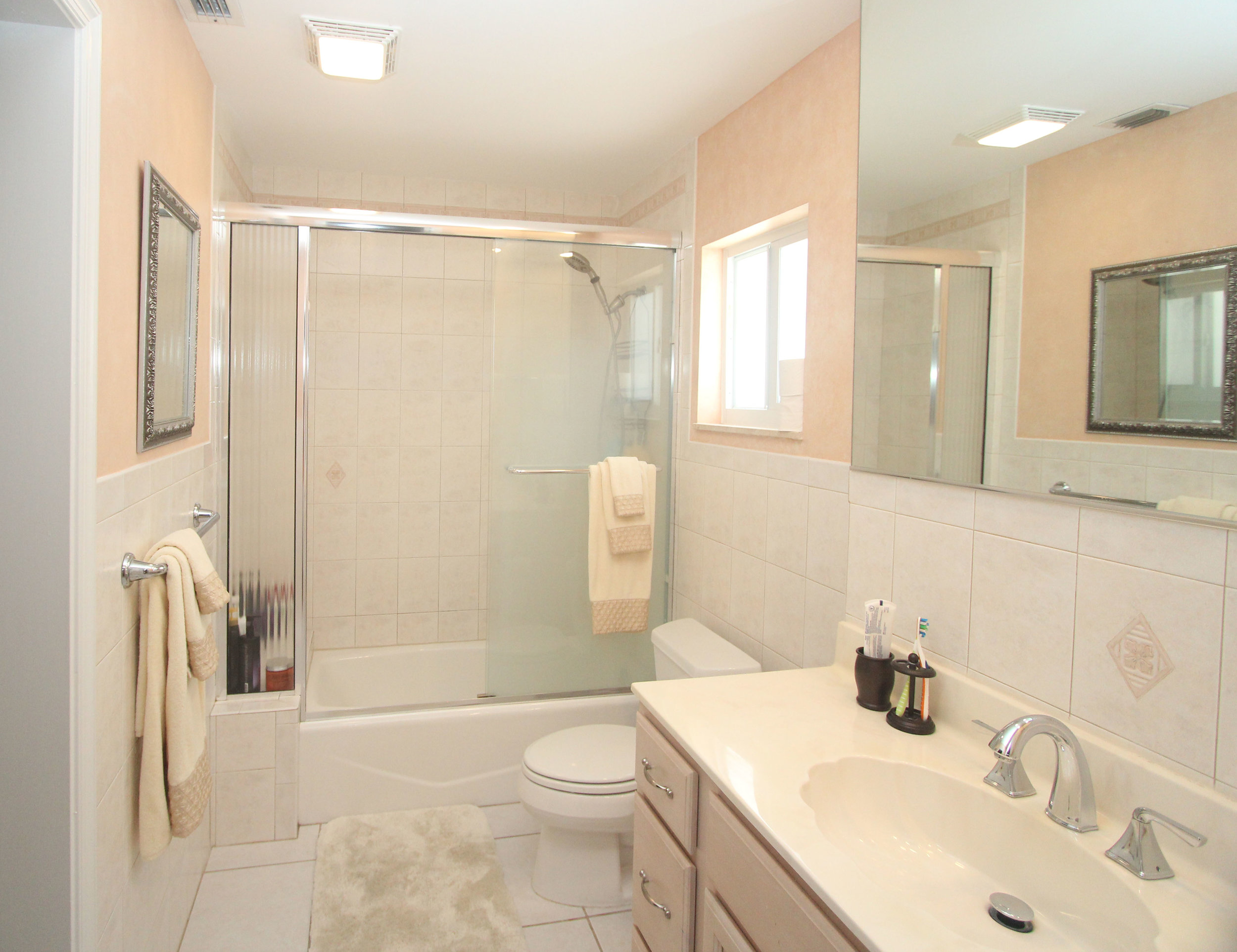 20 - Master Bathroom.jpg