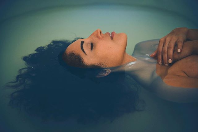 Stillness. Complete darkness. 1,000 pounds of Epsom salt. Silence. 💦  These are the perfect remedies for so many ailments, including migraines. So many people who struggle with migraine headaches find relief in flotation therapy. 💦  During float sessions, brain waves slow enough to let the pressure lessen throughout the body, including your head. The body absorbs an influx of magnesium from the Epsom salt, neutralizing any deficiencies leading to migraine headaches. Carrying tension out of the body, the Epsom salt allows the mind to let go and the migraines along with it. 💦  If you or anyone you know suffers from migraines, please share and give them access to this powerful modality. Give a Pause gift card or schedule a float session and find relief for you or someone you love! 💦
