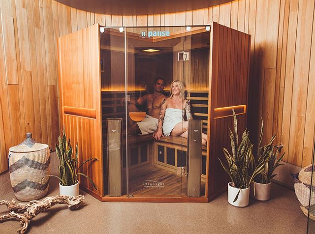 Oxidative stress is directly related to the development of diseases such as heart disease, autoimmune disorders and gut issues. Since the world keeps speeding up, it's more important than ever to prioritize time in silence, dedicated to your healing. 💦  Float and infrared sauna sessions help you tune out, taking pressure off of your internal organs and body's systems. Whether it's 1,000 pounds of Epsom salt in the float pod or the infrared heat in the sauna, it spurs the creation of antioxidants, protecting the heart and other organs from the effects of constant stress. 💦  These are just a few of the countless benefits available at Pause. This week, come in to fully tune out while turning inward during a float or sauna session. See you soon. 💦