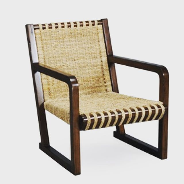 Melinda @chathaminteriorsinc just pitched this gorgeous chair @stanfordfurniture for one of her design projects.  Classic and unique! We are here to help make your home a statement. - - - #uniquefurniture #quality #furniture #chair #orderyourstoday #chathamma #wheretobuyfurniturecapecod #buyfurniture #buyfurnitureonline #shiptoyou #personalshopper #customerservice #youpickit #youpickwedotherest