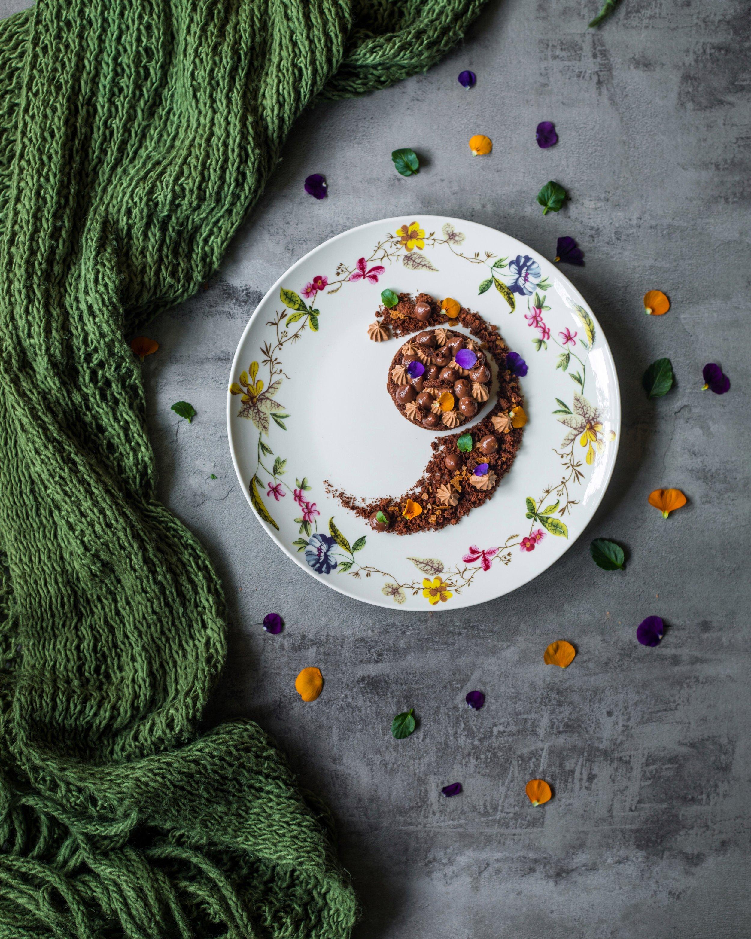 Ebinger's blackout cake first option: Dessert à l'assiette