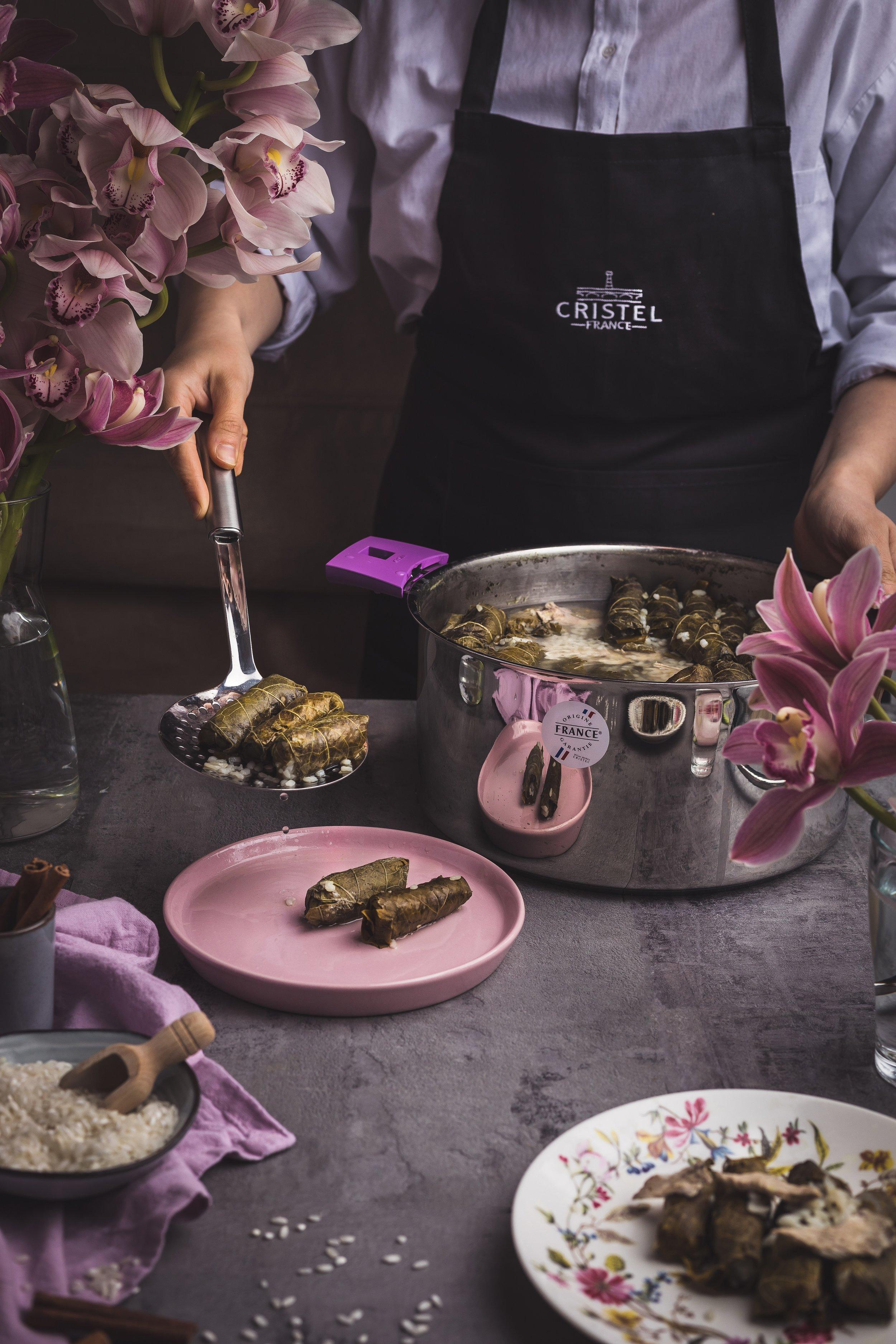 Feuilles de vigne à la Libanaise servi avec l'écumoire CRISTEL France