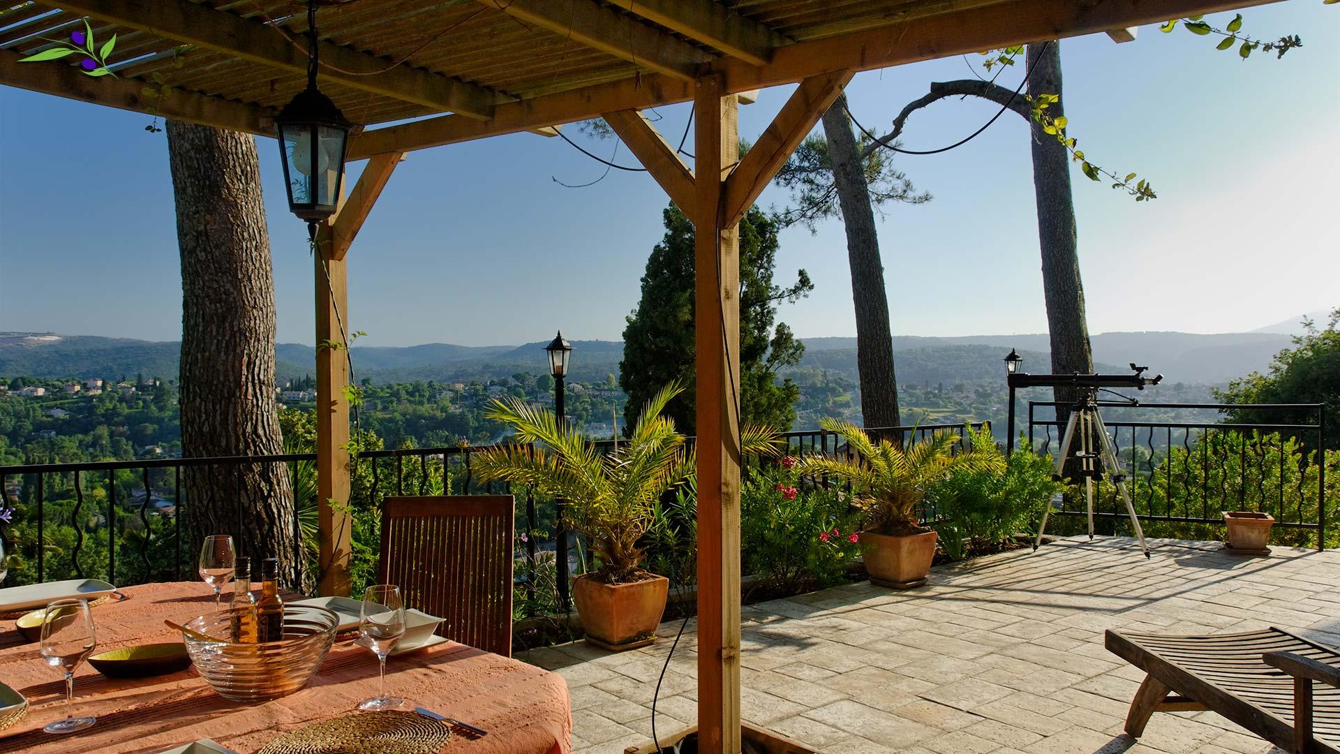 The large terrace has 2 adjustable sun beds.