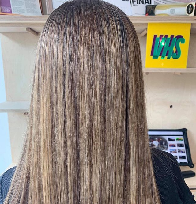 Beaut natural tones by our @chlogriff  smooth, healthy & shiny... total hair goals 💁 #vhs #salon #dreamteam #creative #bespoke #hairgoals #hairinspo #colour #beaut #summerhair #hairofinsta #hairoftheday