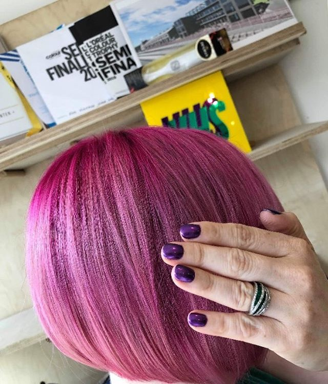 The perfect combo ⭐️ hair by @samcarpenterofficial  nails by Anna @polished_vhs #vhs #dreamteam #polishedvhs #hairofinsta #hairoftheday #pink #bob #nailsofinstagram #hairinspo #nailinspo #booknow #