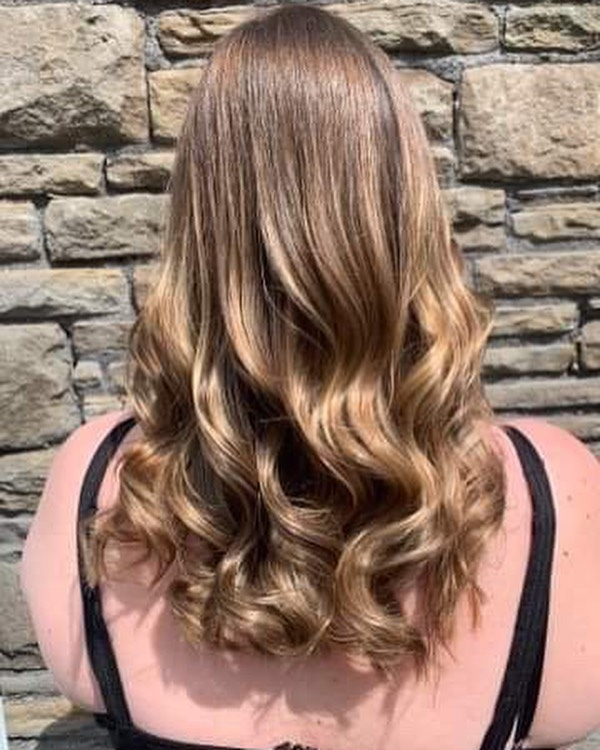 Is there Anything better than healthy, shiny locks? 😍 @chlogriff #balayage #shine #glossy #healthyhair #colour #vhs #teamvhs #booknow #salon #waves #longhair #dreamhair #hairinspo #hairofinsta #hairoftheday
