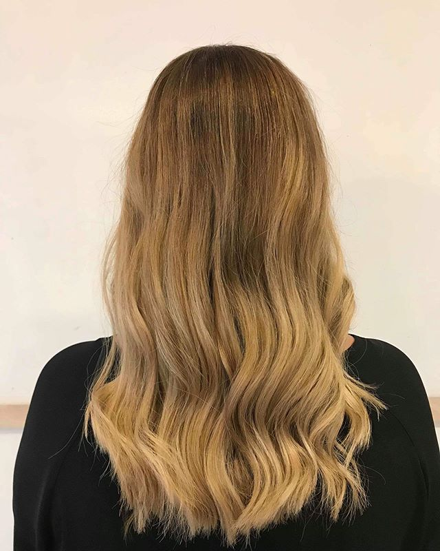 Balay Babe #balayage #vhs #dreamteam #salon #waves #hairenvy #creative #bespoke #blend #summer #booknow #balaybabe @laurmorris_