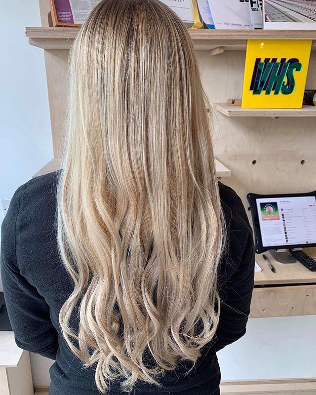 Sunny blonde @chlogriff  #blonde #longhair #wave #vhs #salon #instahair #hairenvy #olaplex #booknow #bespoke #creative #healthyhair #summervibes