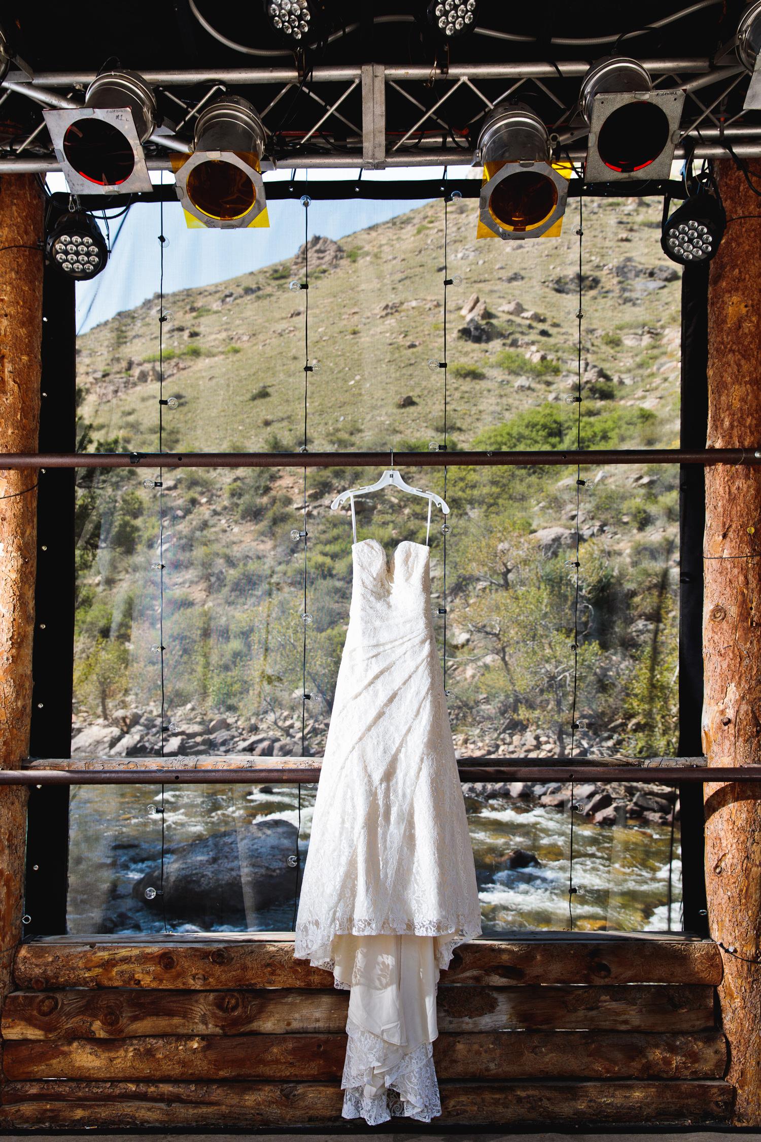 mishawaka-amphitheatre-wedding-photographer-tomkphoto-061.jpg