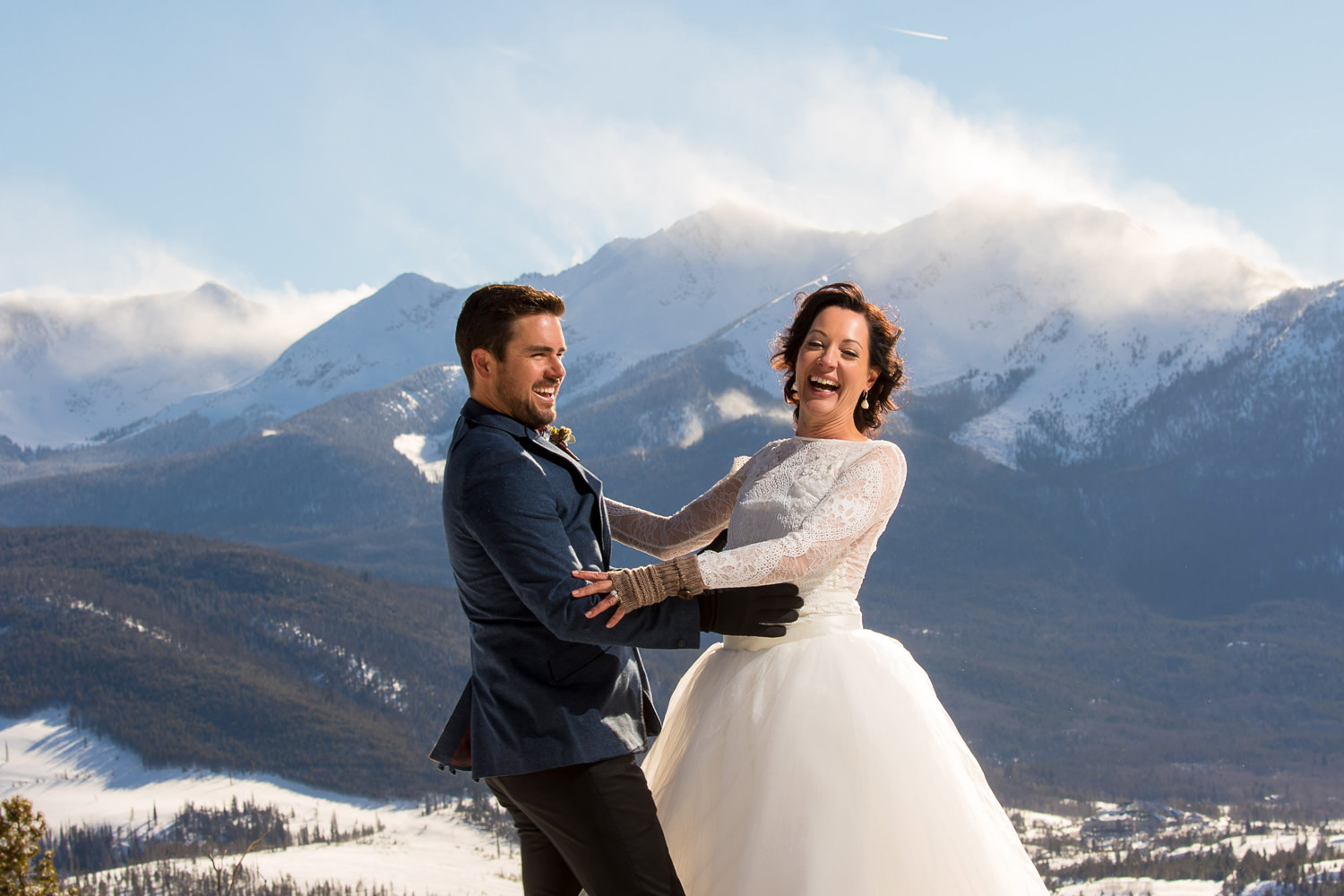 bride and groom laugh in a mountain backdrop capture by tomkphoto sapphire point wedding photographer