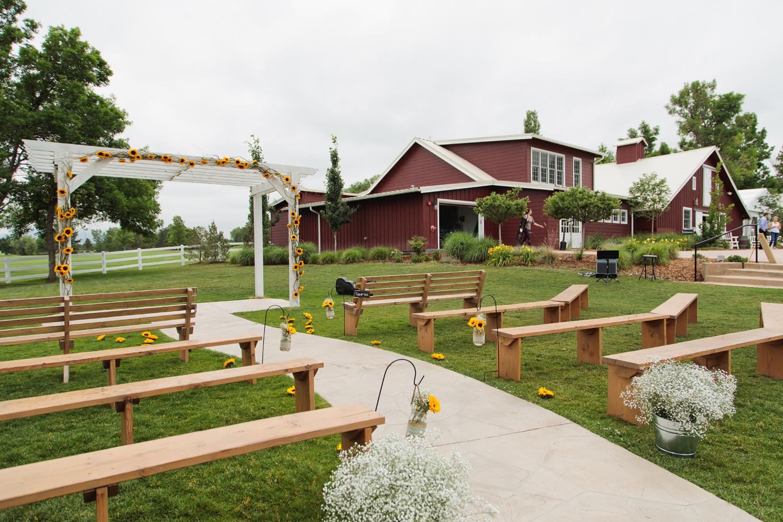 barn-at-raccoon-creek-wedding-photographer-011.jpg