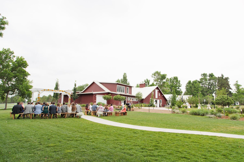 barn-at-raccoon-creek-wedding-photographer-014.jpg
