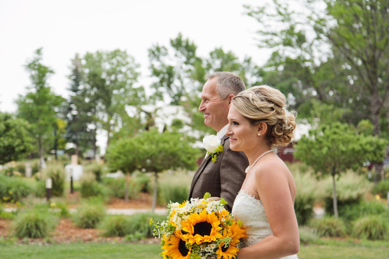 barn-at-raccoon-creek-wedding-photographer-017.jpg