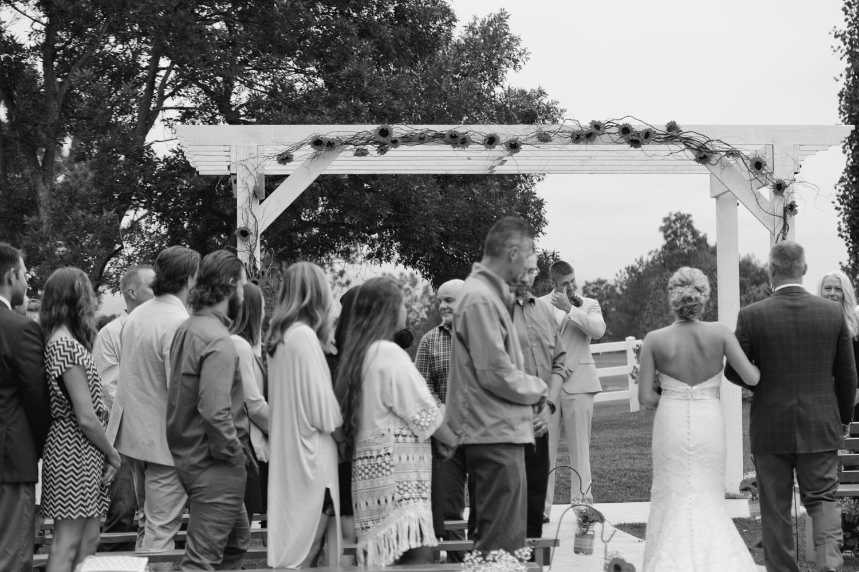 barn-at-raccoon-creek-wedding-photographer-019.jpg