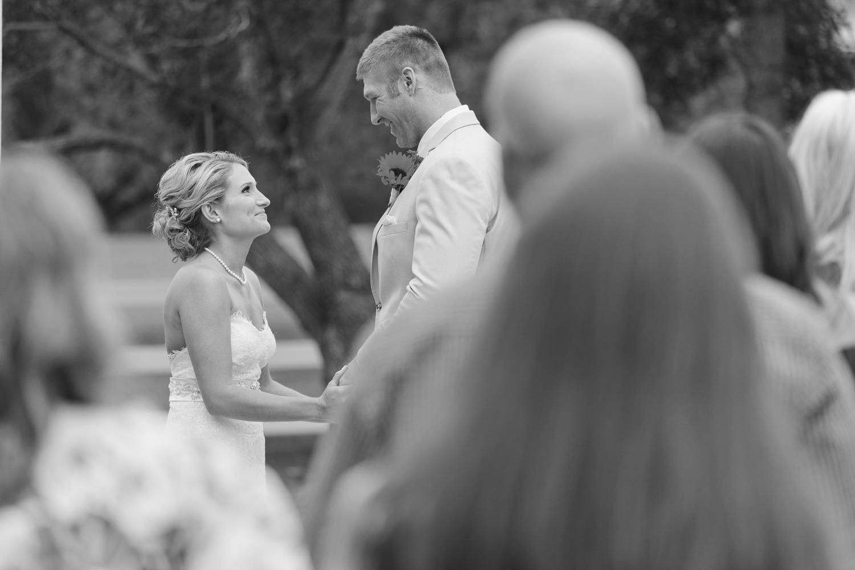 barn-at-raccoon-creek-wedding-photographer-023.jpg