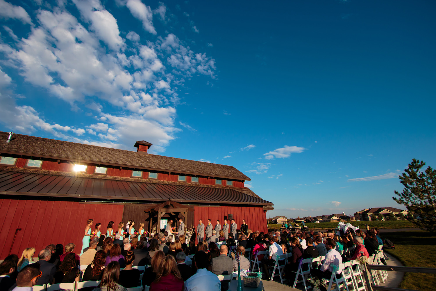big-red-barn-highland-meadows-wedding-golfcourse-windsor032.jpg