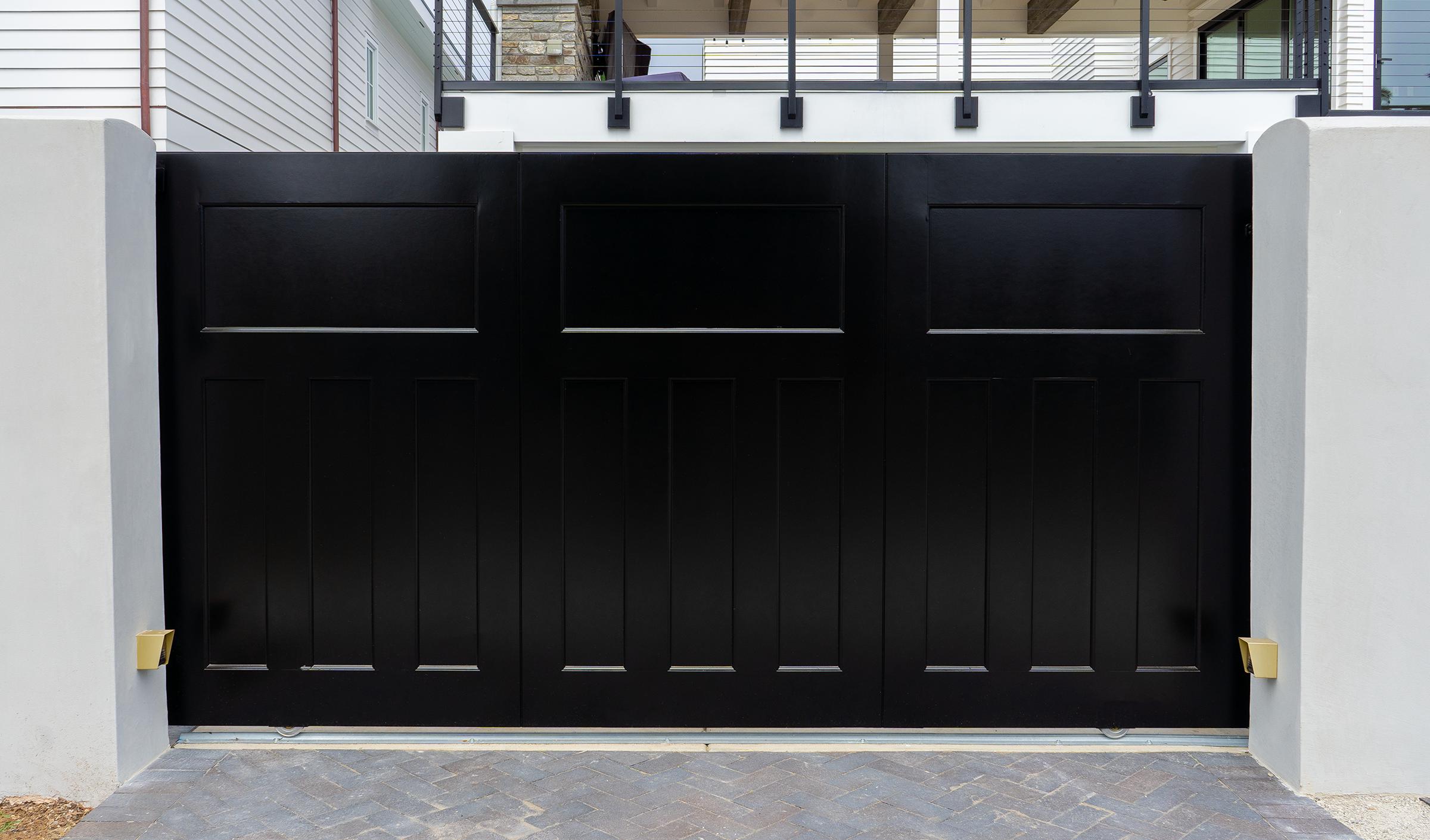 Black_Coronado_Gate.png