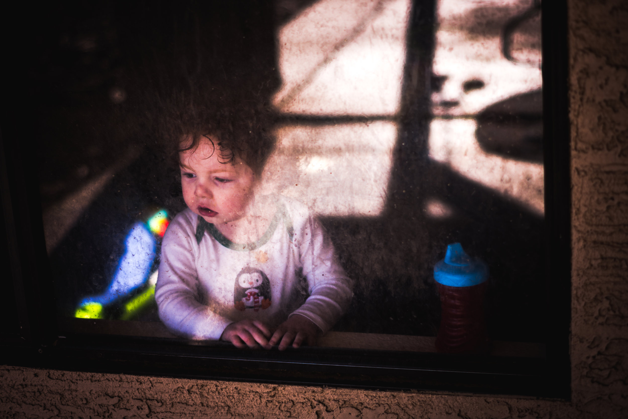 redhead-toddler-in-the-window