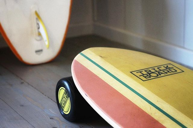Surfing practice at Home with Yellow Wave SURFER BALANCE BOARD 🌝 . . . #indoor #indoortraining #fitness #homeworkout #homefitness #homefit #hometraining #yellow #surfer #balanceboard #balanceboardusa #balancetraining #balanceworkout #yogabalance #yoga #pilates #crossfit #tennis #surfing #trainsurfing #bodybalance #bodycontrol #conscioustraining #karate #golf #proprioception #coordination #injuryprevention #rehabilitation #physiotherapy