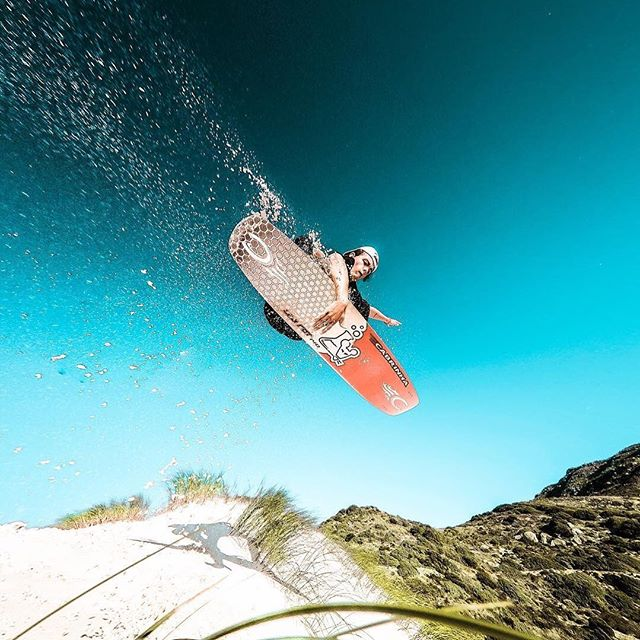 Sandy Sunday 🏂 Repost @camvantonder . . .  #sunsurfing #sandsurfing #sandboarding #sand #sandboard #desert #board #boarding #sport #weloveboards #boardsports #wobble #surf #surfing #welovesurf #outdoor #outdoorsports #view #sun #sunandsand #sunrise #sunshine #beautifulplace #balance #balanceboard #balanceworkout #balanceboardusa #coreworkout #balancework