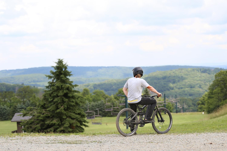 <strong>Mountain Biking</strong>