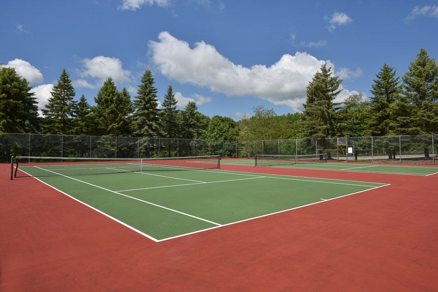 <strong>Tennis Courts</strong>
