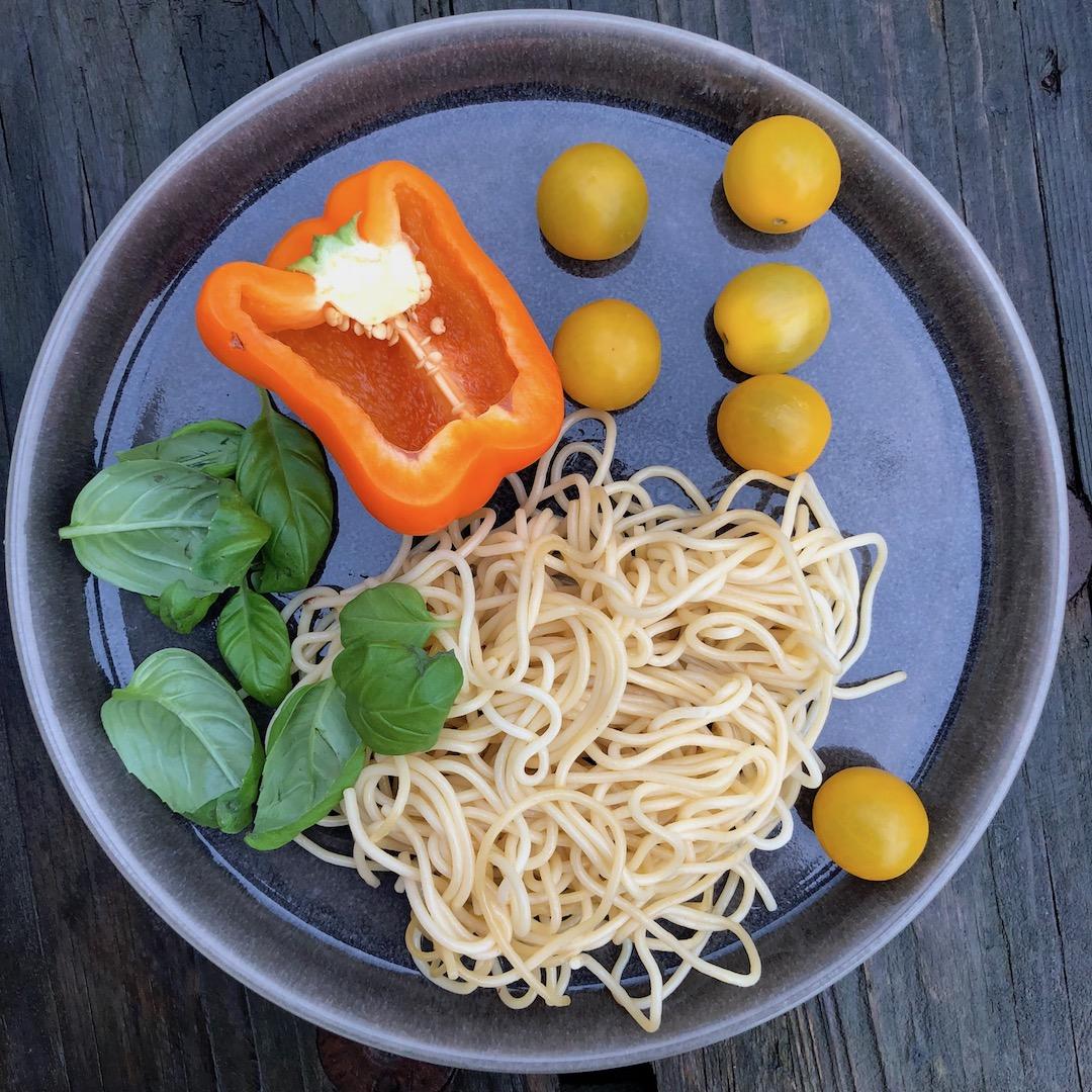 Manjericão - Espaguete - Tomate - Pimenta Laranja