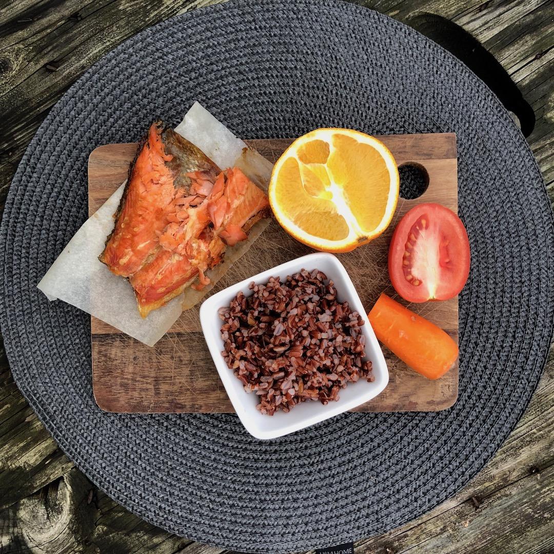 Truta - Laranja - Arroz Integral - Cenoura - Tomate