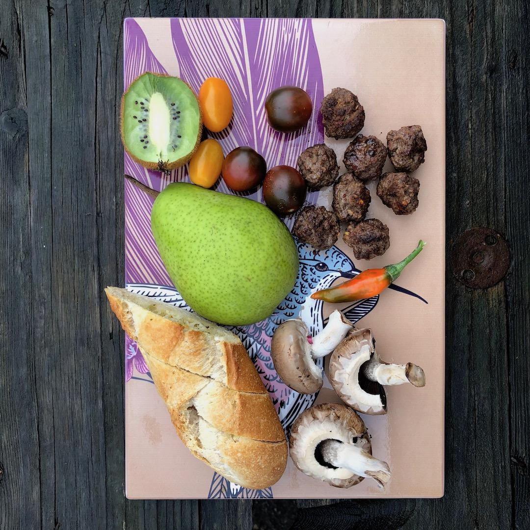 Kiwi - Carne - Tomate - Pêra - Chilli - Cogumelos - Pão