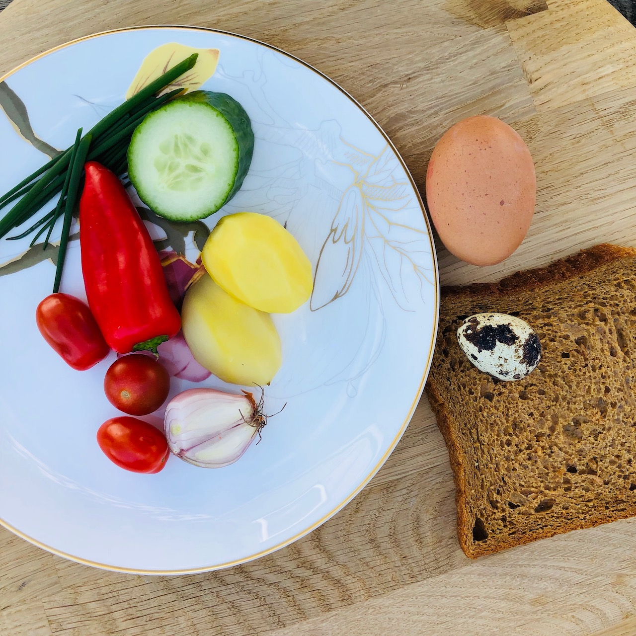 Batatas - Pão - Ovos - Pepino - Cebola - Tomate - Cebolinha - Pimenta Vermelha