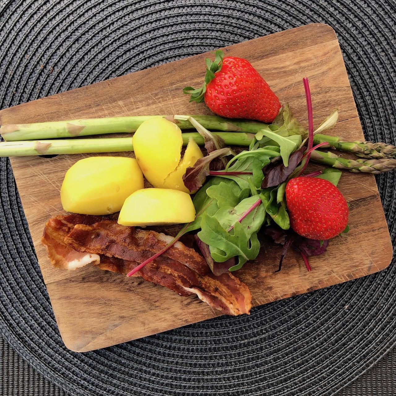Espargos - Morango - Bacon - Batata - Salada de folhas