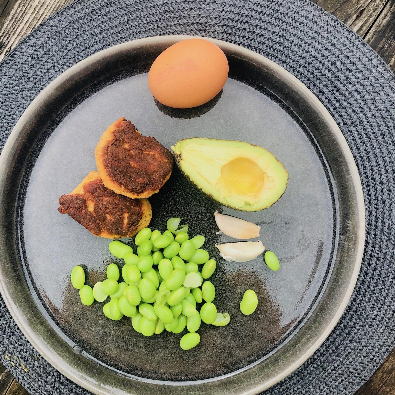 Almôndegas de peixe - Abacate - Ovos - Alho - Feijão Edamame
