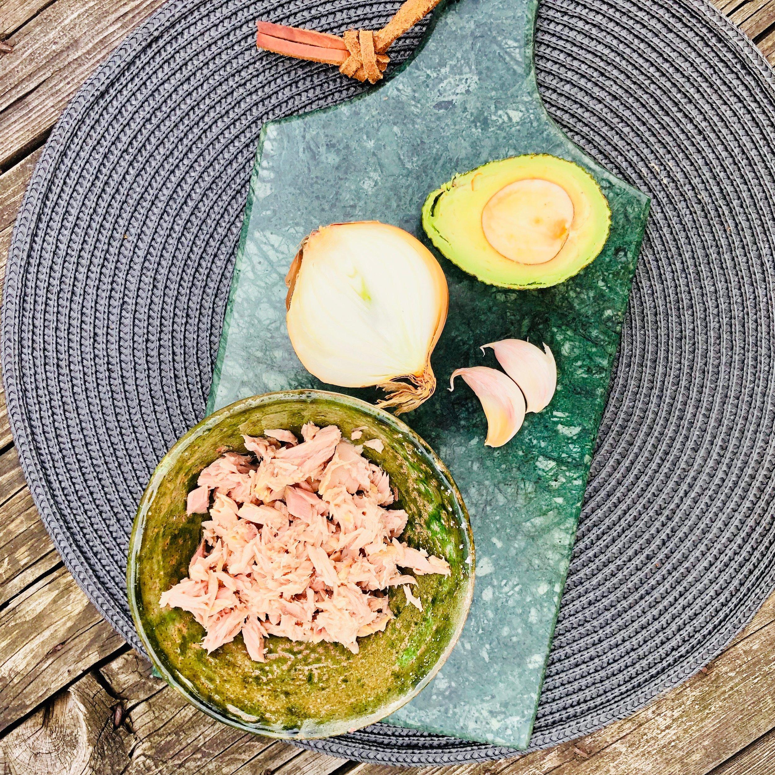 Atum - Alho - Cebola - Abacate