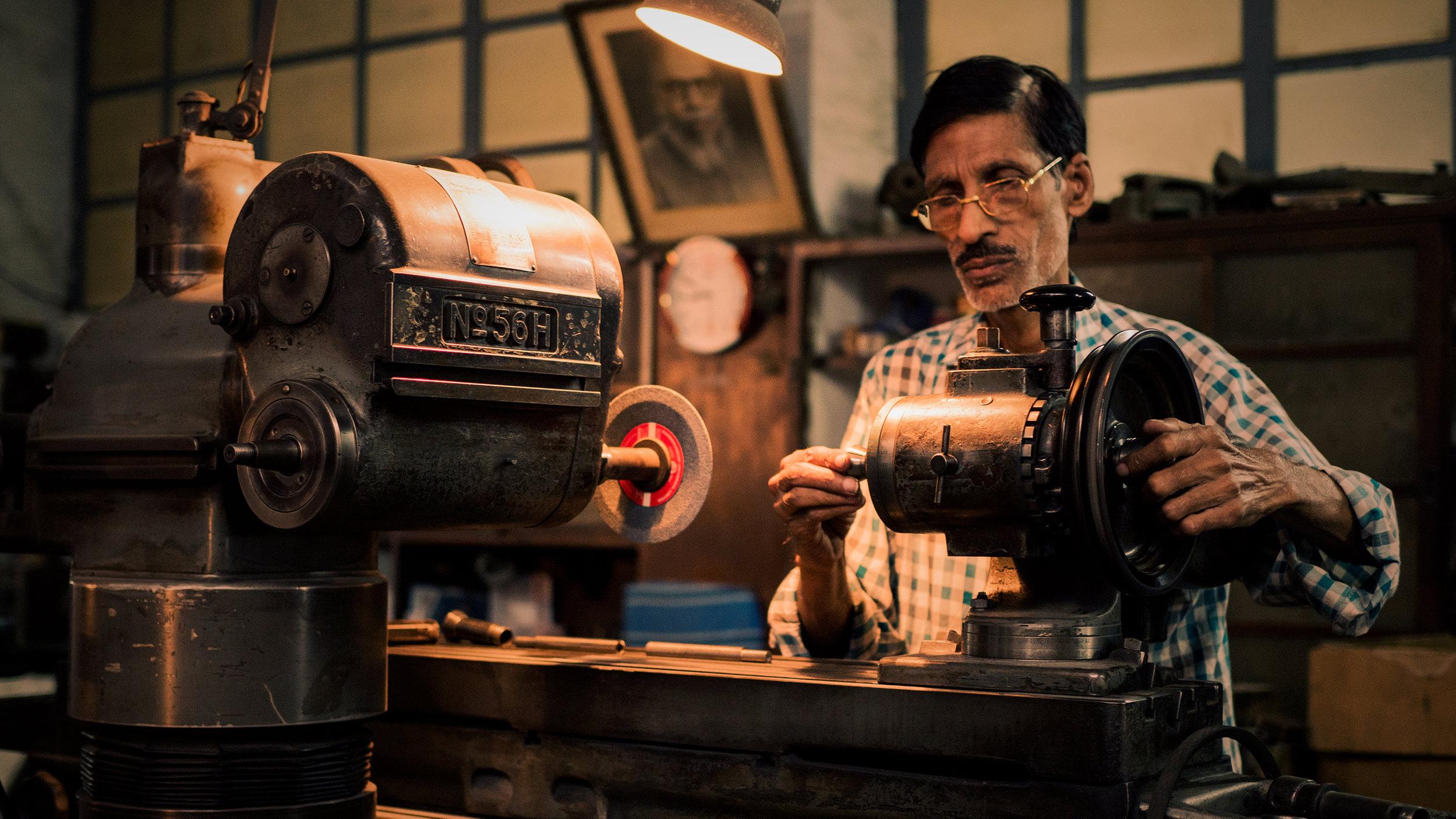 Worker&Machine.jpg