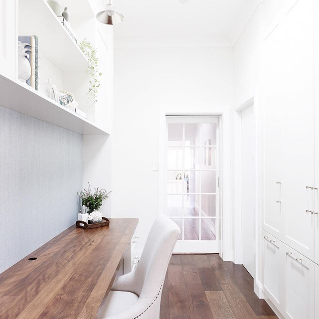 Bright and beautiful, a workspace of envy at #projectwoodbine - it's hard to believe this used to be a wide empty hallway! Bespoke joinery can be designed to optimise every inch of a space, creating a storage and style solution that looks like it was always meant to be there. 👌🏼 . . 📷 @simonwhitbreadphoto; design and styling by @heliconia.com.au