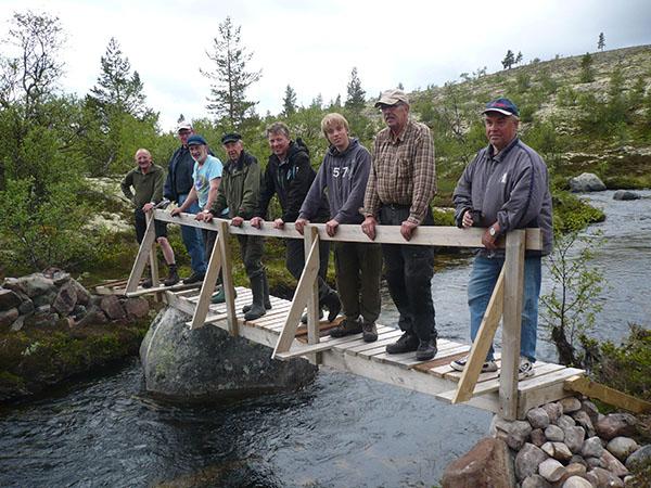 Sett fra venstre:Reidar Hansen- Ola Undset- Jan Haug- Torkild Rakkestad- Tor   Brøndbo- Sondre Hansen- Ola Evensen- Knut R. Skjerven. Fotograf og   medhjelper- Arve Bekk.