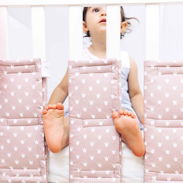 Schlaf gut, schlaf besser! Schön luftig und weich ... Sili Gitterstabpolster!  P.S. Mehr von uns findest du auf  https://www.sili-babyconcept.de/  und auch auf Etsy http://SiliBabyConcept.etsy.com/  #lebenmitkindern #sleeping #schlafen #happy #silibabyconcept #praktisch #babybett #bett #träumen #baby #kinder #shopping