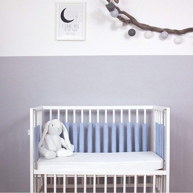 NEW! 😊 Die Sili Gitterstabpolster gibt es nun auch im hübschen Waffelstoff für Euch. Schaut doch einfach mal bei uns vorbei.  P.S. Mehr von uns findest du auf  https://www.sili-babyconcept.de/  und auch auf Amazon handmade https://www.amazon.de/handmade/Sili-Baby-Concept  #lebenmitkindern #sleeping #schlafen #happy #silibabyconcept #praktisch #babybett #bett #träumen #baby #kinder #shopping