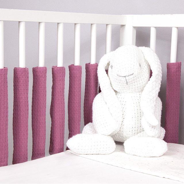 Sili Gitterstabpolster schön luftig und schön praktisch. Schaut doch einfach mal bei uns vorbei.  P.S. Mehr von uns findest du auf  https://www.sili-babyconcept.de/  und auch auf Amazon handmade https://www.amazon.de/handmade/Sili-Baby-Concept  #lebenmitkindern #sleeping #schlafen #happy #silibabyconcept #praktisch #babybett #bett #träumen #baby #kinder #shopping