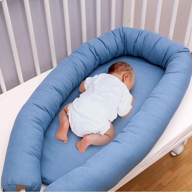 Geborgen wie in Mamas Bauch mit unseren gemütlichen Nestchen und das i-Tüpfelchen dabei? Ihr könnt die Umrandung ganz einfach zu einer Bettschlange umfunktionieren.  P.S. Mehr von uns findest du auf  https://www.sili-babyconcept.de/  und auch auf Amazon handmade https://www.amazon.de/handmade/Sili-Baby-Concept  Happy weekend!  #baby #schlafen #unterwegs #nestchen #sweetdreams #bunt #praktisch #umrandung #bettschlange #geborgen #silibabyconcept #lebenmitkindern #sleeping  #happy #praktisch #away #kinder #shopping