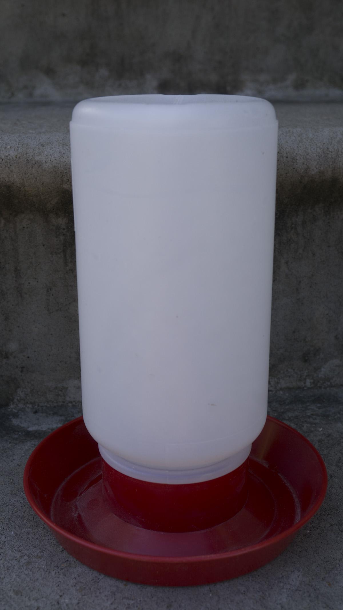 plastic-waterer-1-qt.jpg