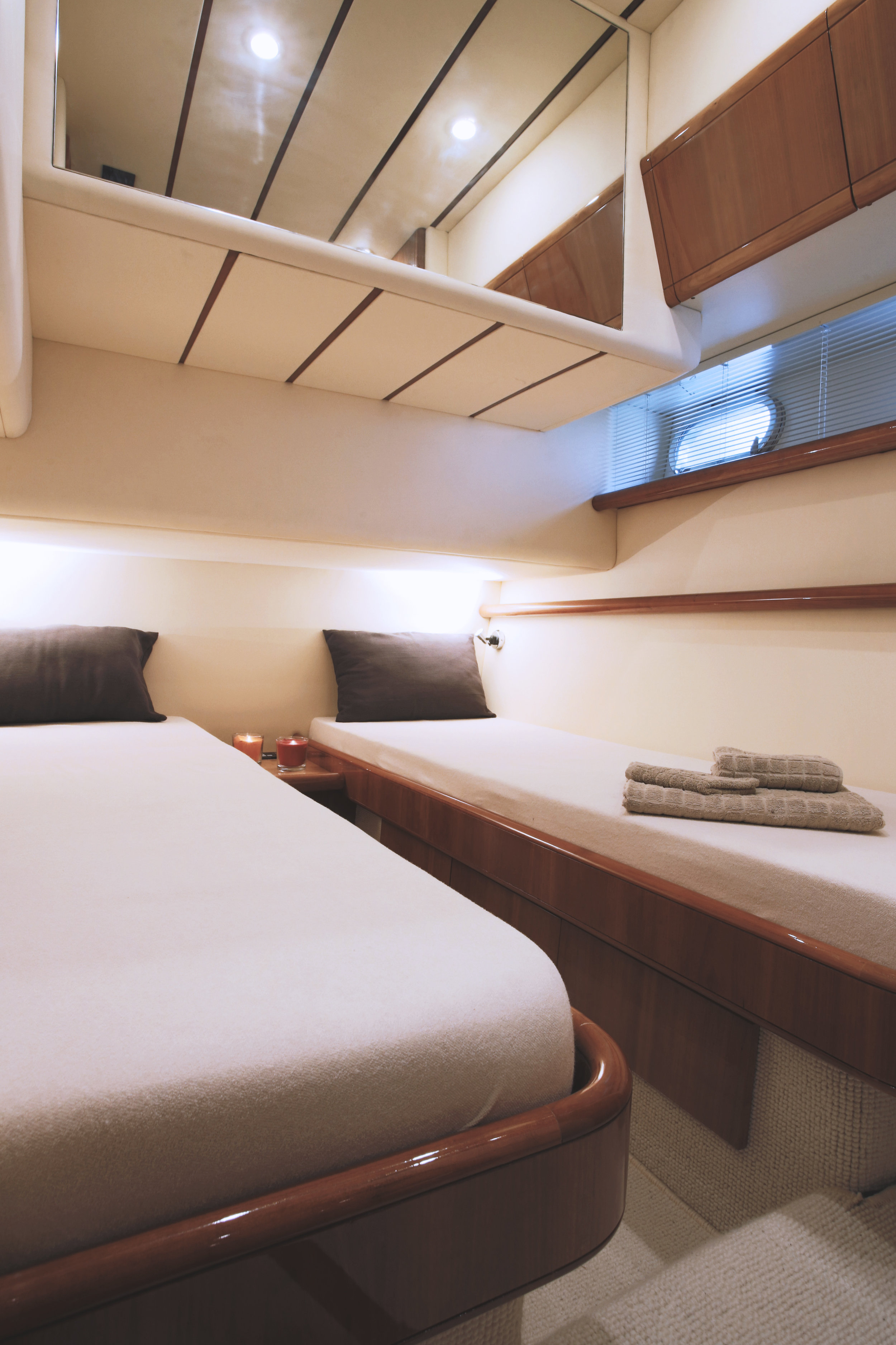 Ferretti53_Guest_twin_cabin2_new.jpg