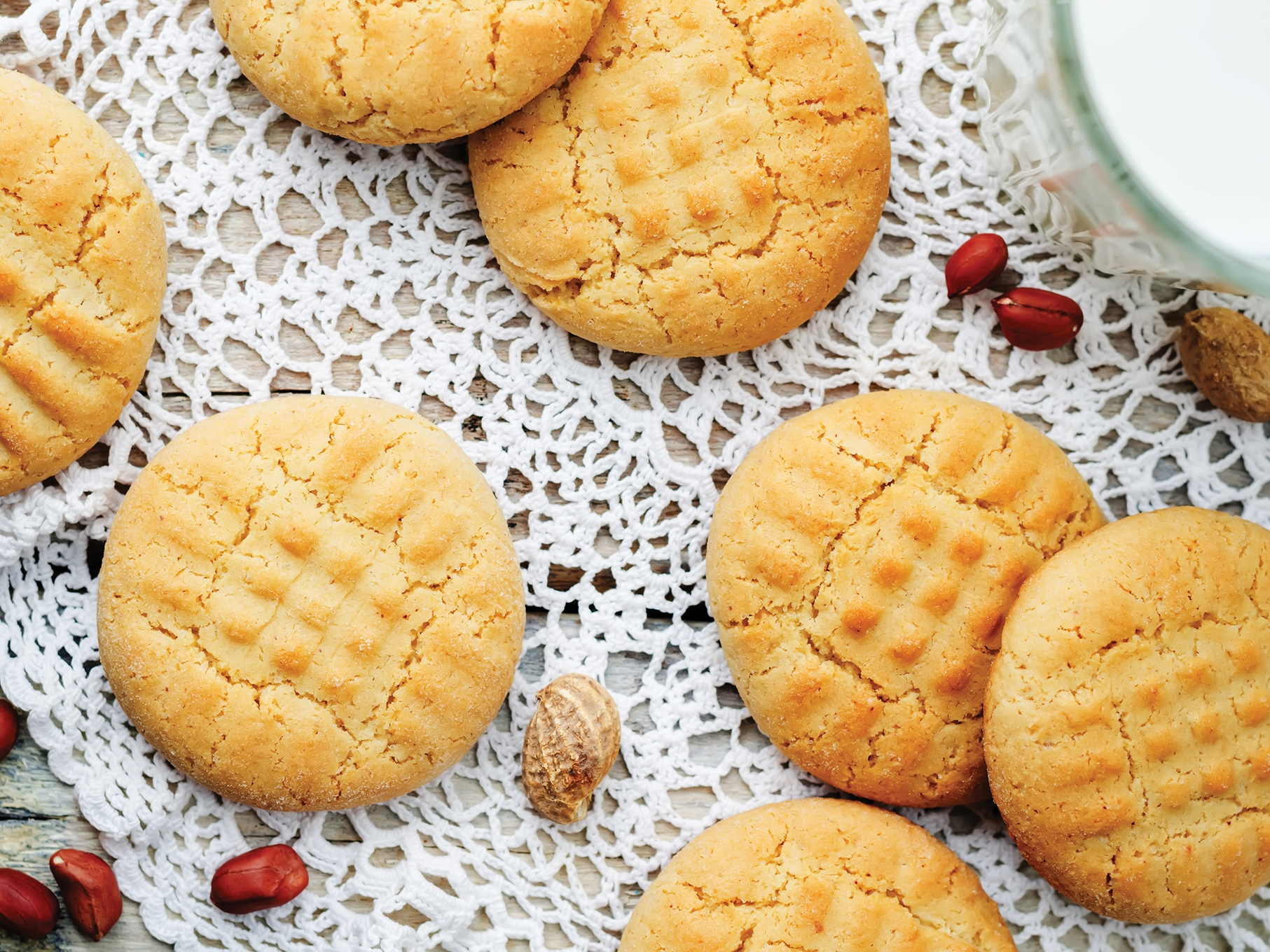 peanut-butter-cookies-PWV92N5.jpg