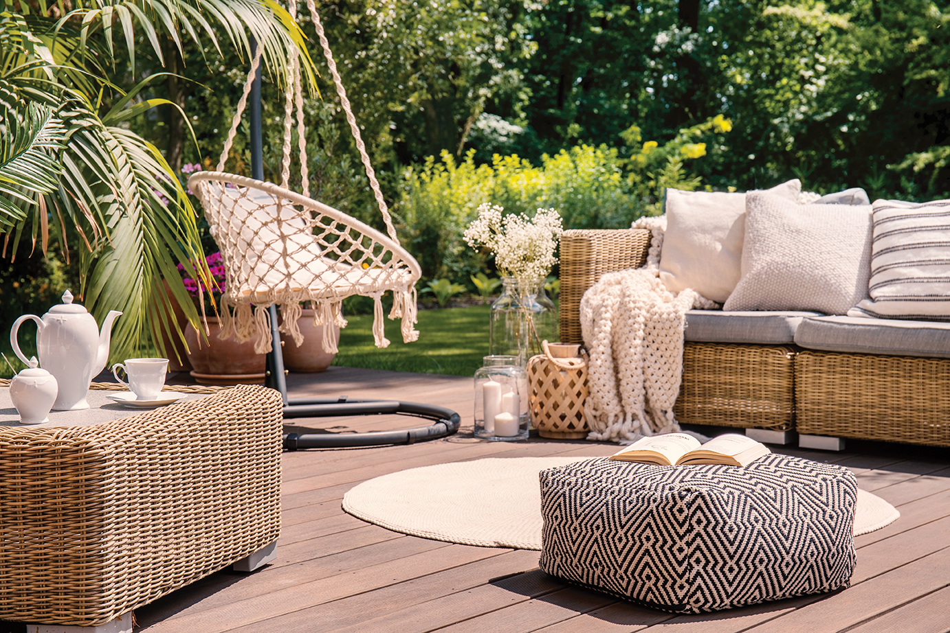 With so many great outdoor furniture options to choose from, you can curate the perfect party space. Modern pieces make your lanai feel like an inviting and comfortable extension of the home.