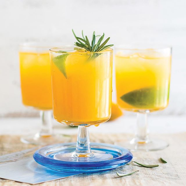 Summer is a time for refreshing, fun drinks! Now on the blog are a couple recipes including this orange lime margarita! 🍊🍹☀️ . . . . #yhmagazine #yourhome #magazine #drinks #drink #recipe #recipes #drinkideas #orange #fruit #lime #citrus #margarita #cocktails #fun #naples #naplesfl #florida #swfl #naplesflorida #lifestyle #inspiration