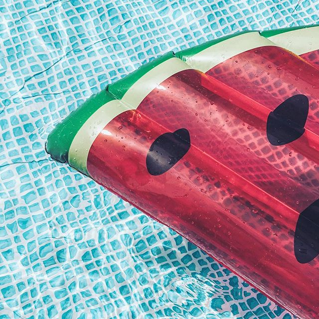 Wishing everyone a safe and fun (and cool) Fourth of July! 🍉🇺🇸⛱ . . . . #yhmagazine #yourhome #magazine #florida #fl #swfl #naples #naplesfl #pool #party #fourth #holiday #watermelon #poolparty #celebrate