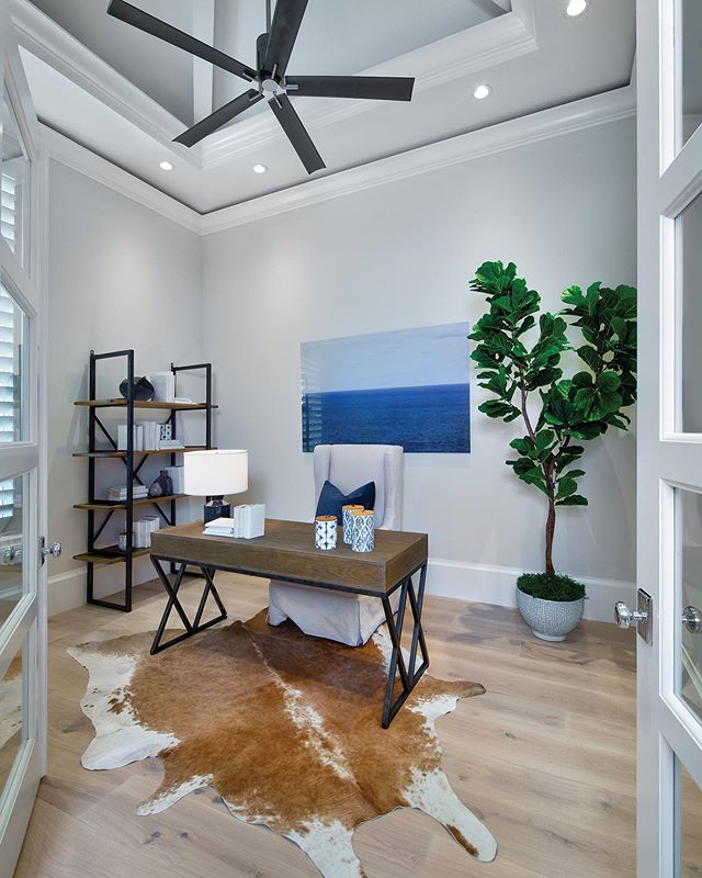 How cool is this office space?! Check out more photos from this gorgeous home tour by Borelli Construction of Naples from our current issue—now on the blog at yhmagazine.com! . . . . #yhmagazine #yourhome #magazine #naples #napleshome #naplesfl #luxuryhome #luxury #homeinspo #inspiration #design #lifestyle #homes #office #homeoffice