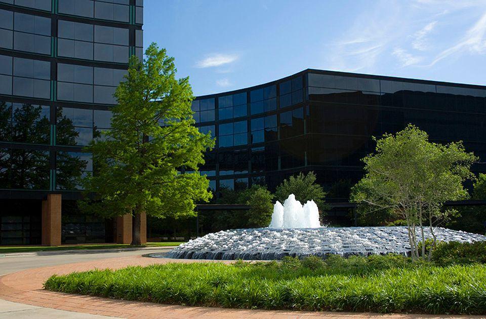 alcon-global-headquarters-campus-fountain-fort-worth-texas.jpg